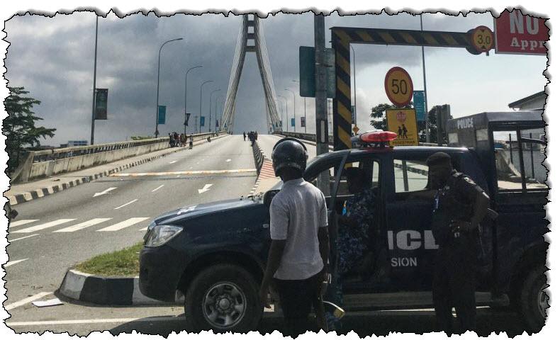 """السارس: لاجوس في حالة إغلاق بعد أن """"أطلق"""" المتظاهرون نيجيريا"""