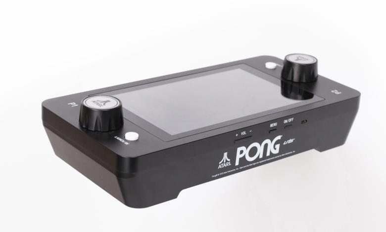 """بمساعدة آلة """"PONG"""" الصغيرة من Atari ، تمتع بتجربة الألعاب القديمة في أي وقت وفي أي مكان - Comment Geek"""