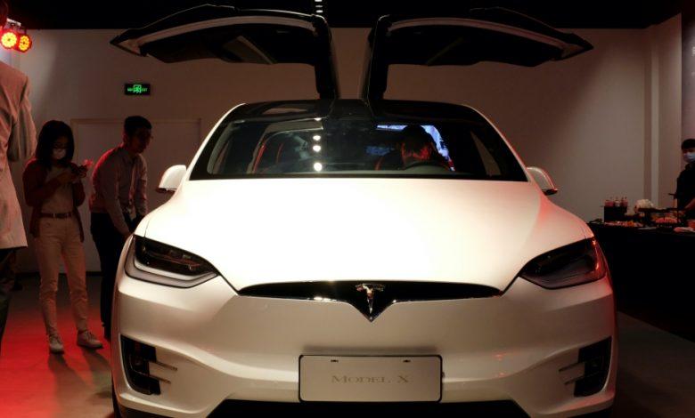 تبدأ سيارات تسلا الكهربائية المصنوعة في الصين في البيع في أوروبا