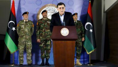 صورة رئيس الوزراء الليبي السراج يستقيل في الشرق الأوسط