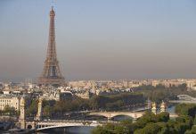 صورة طعنت سيدتان فرنسا في برج إيفل في هجوم عنصري على ما يبدو