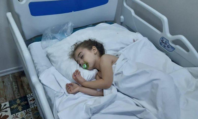 فقد طفل يبلغ من العمر ثلاث سنوات أخبار عائلته في هجوم صاروخي على أذربيجان