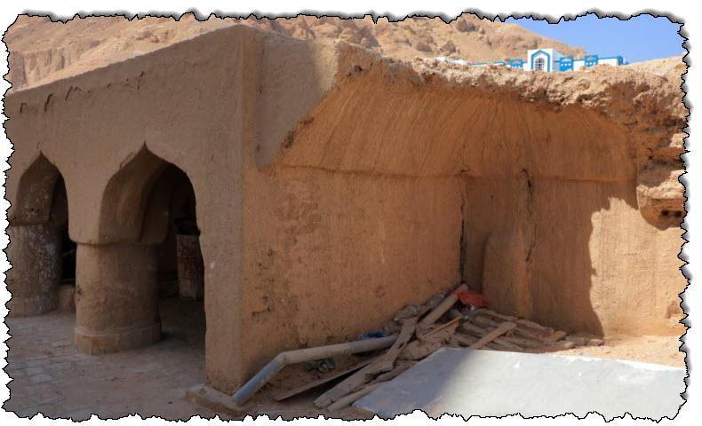 قصر من الطوب اللبن هو أحدث إرث يمني يواجه كارثة