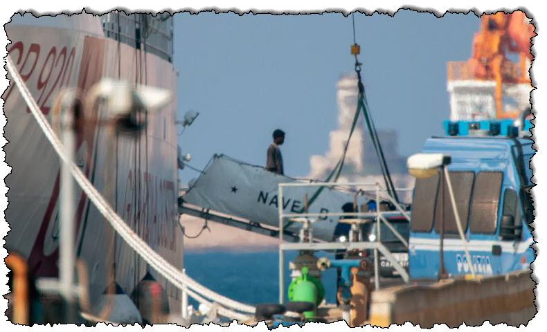 """وكالة الحدود الأوروبية """"يشتبه في قيامها بترحيل سفن المهاجرين بشكل غير قانوني"""" اليونان"""