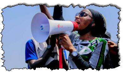 صورة نساء نيجيريات في طليعة رجال الشرطة وحشية احتجاجات نيجيريا