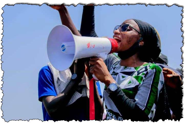 نساء نيجيريات في طليعة رجال الشرطة وحشية احتجاجات نيجيريا