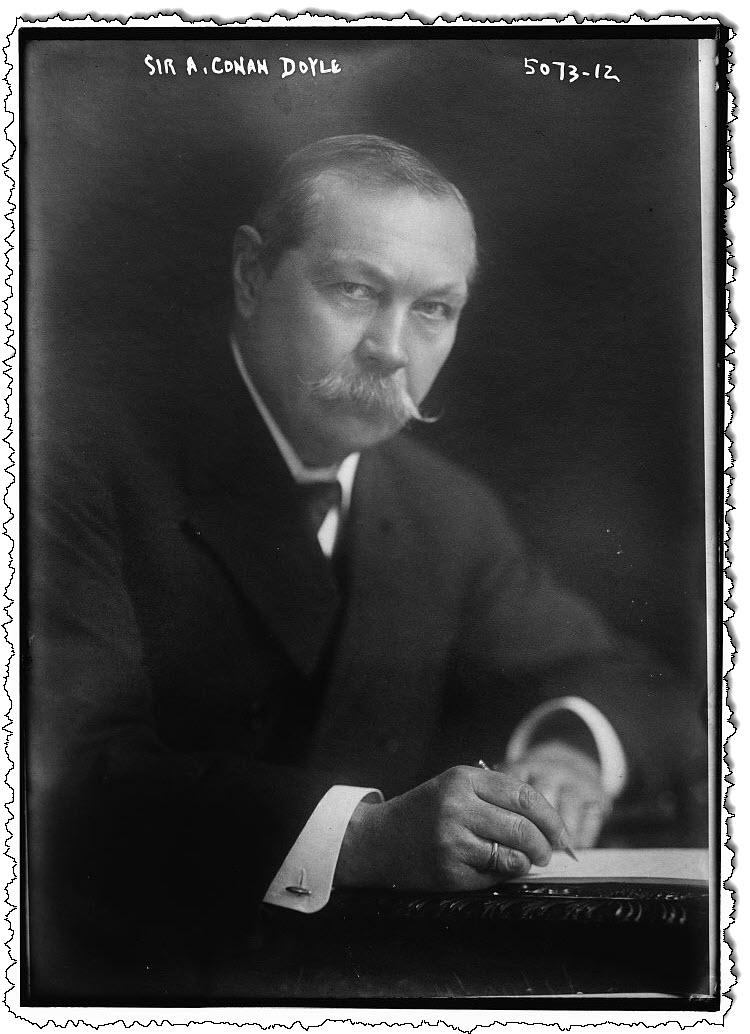 السير آرثر كونان دويل ، حوالي عام 1920. باين / تصوير المجال العام.