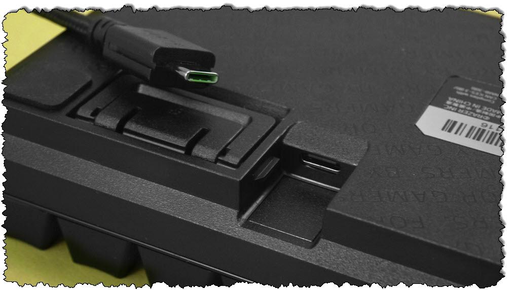 منفذ Razer Huntsman Mini USB-C
