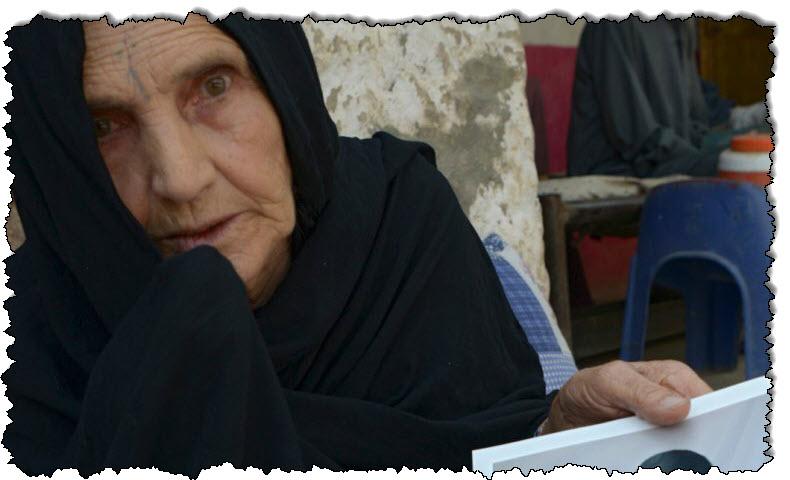 """""""لا أحد يهتم"""": أم أفغانية تعتقل ابنها آسيا في جوانتانامو"""