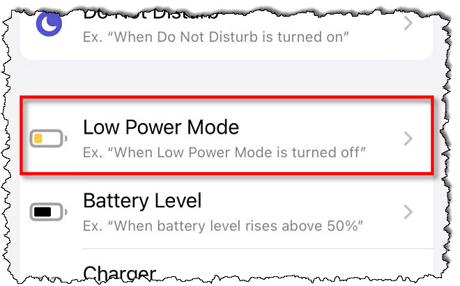 """في اختصارات Apple على iPhone ، انقر فوق """"وضع الطاقة المنخفضة"""" في قائمة الأتمتة."""