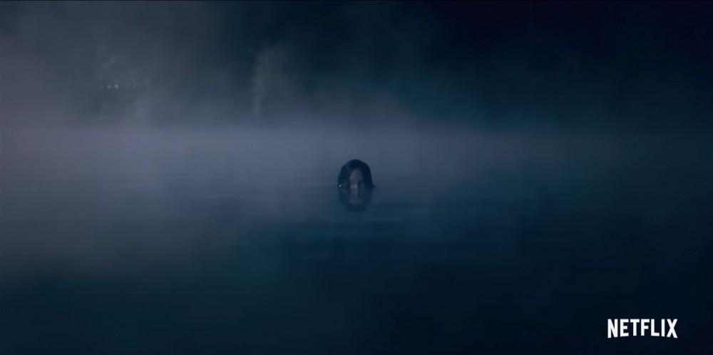 سيدة البحيرة في فيلم The Haunting of Bryce Manor ترتفع من الماء