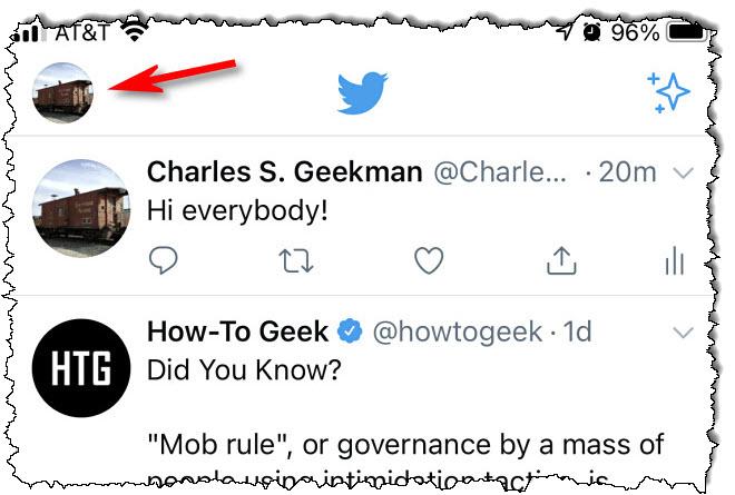 في تطبيق Twitter للهاتف الذكي ، انقر فوق أيقونة الصورة الرمزية الخاصة بك.