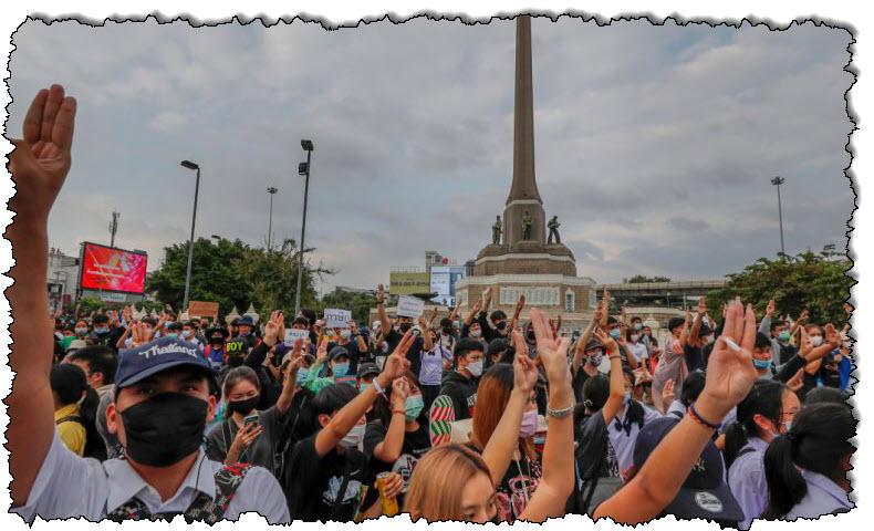 يواصل المتظاهرون التايلانديون مسيراتهم ويطالبون المحكمة بإلغاء حالة الطوارئ