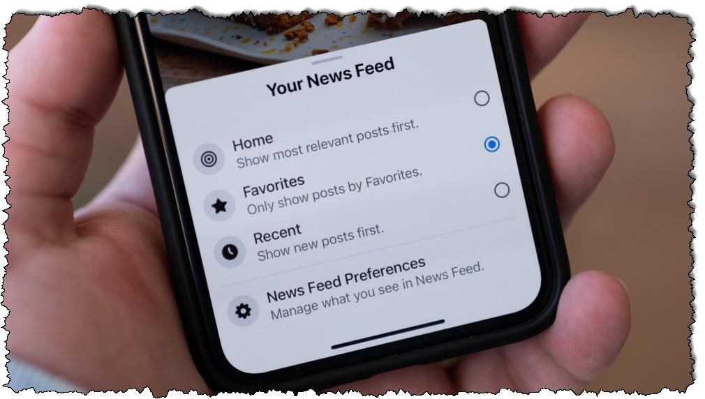 يعرض Facebook على iPhone خيارات