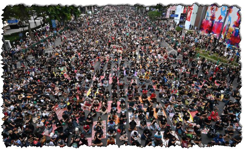 تجمع المتظاهرون في بانكوك بتايلاند بعد استقالتهم