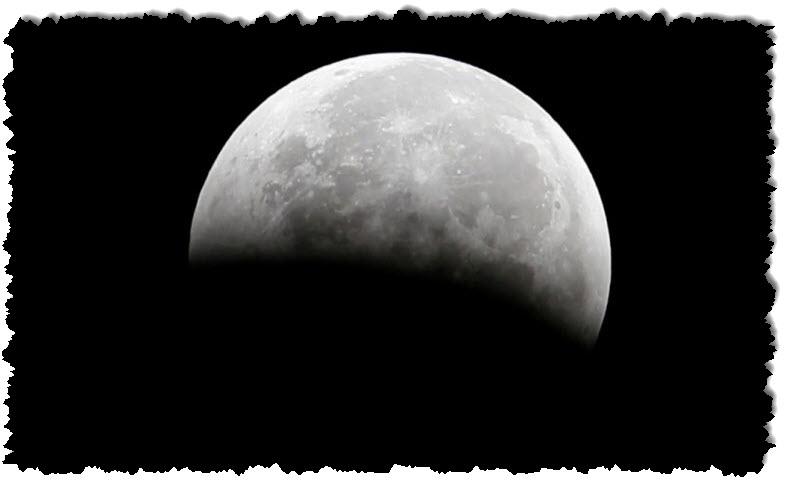 ناسا تقول يجب أن يكون هناك ماء على القمر