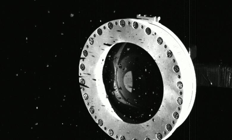 بعد جمع أنقاض الكويكبات ، سارعت ناسا لضمان سلامة مركبتهم الفضائية OSIRIS-REx - Comment Geek