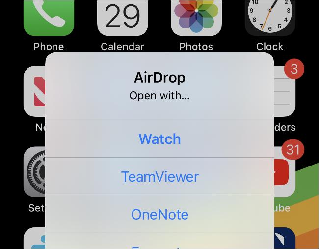 افتح ملف .watchface في تطبيق Watch على iPhone