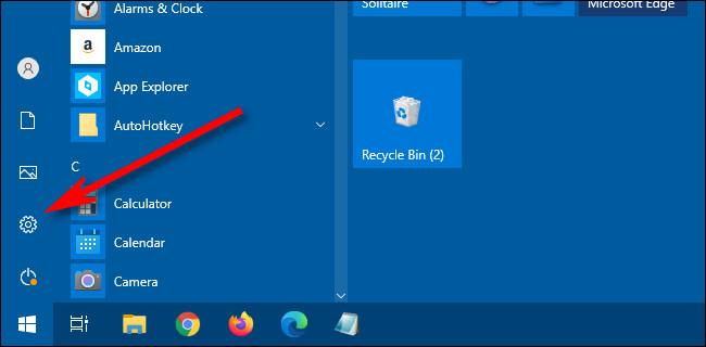 """في قائمة ابدأ في Windows 10 ، انقر فوق """"هيأ"""" رمز لفتح الإعدادات."""