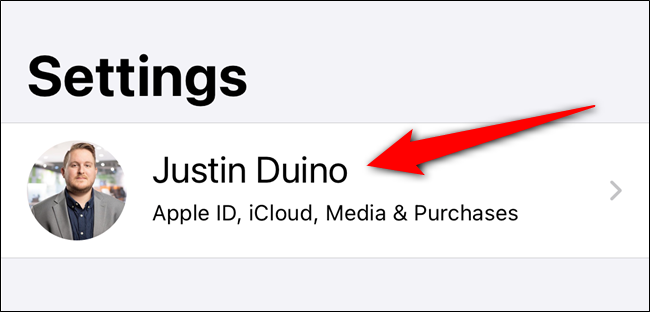 اضغط على قائمة معرف Apple الخاص بك