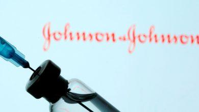صورة وجد موظفو إدارة الغذاء والدواء الأمريكية أن اللقاح COVID الخاص بـ Johnson & Johnson آمن وفعال لأخبار جائحة فيروس كورونا