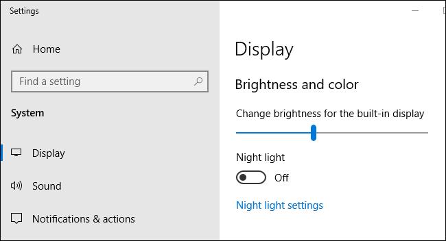 شريط تمرير سطوع الشاشة في تطبيق إعدادات Windows 10.