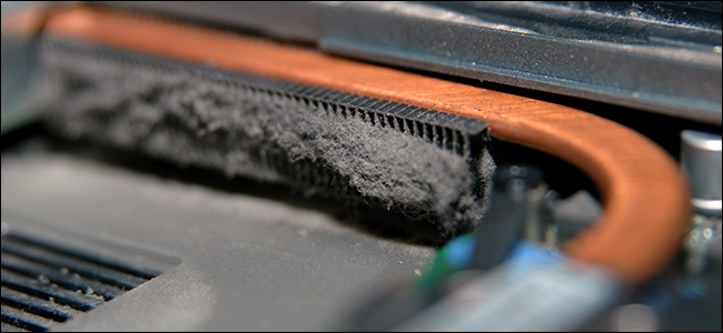 الجزء الداخلي المترب للكمبيوتر المحمول. هذا مقرف!
