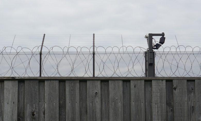 إعادة الحق في التنفس: يجب إنهاء احتجاز المهاجرين | Migration News