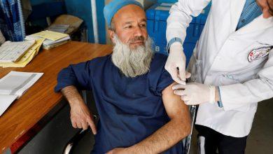 """صورة الصين تقدم 400 ألف جرعة من لقاح COVID لأفغانستان """"أخبار جائحة فيروس كورونا"""