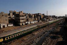 صورة قطار ركاب يخرج عن مساره في جنوب غرب باكستان | أخبار عمران خان