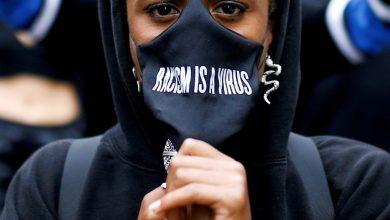 صورة ينفي تقرير بريطاني وجود عنصرية منهجية ، مما أثار موجة من الغضب ضد أخبار العنصرية