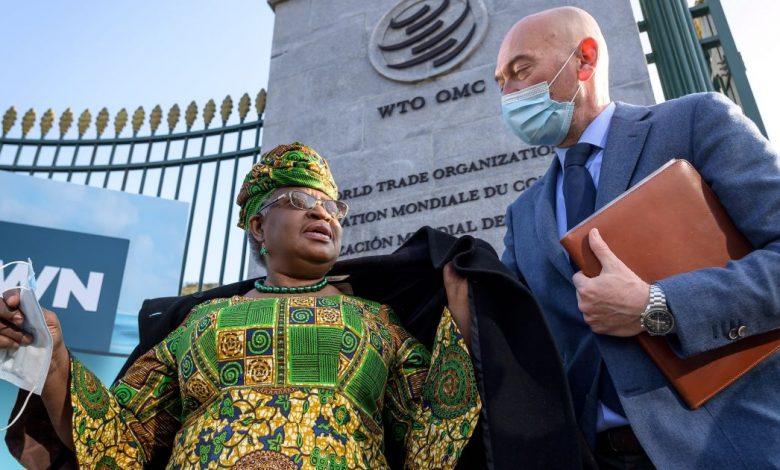 تحسن أوكونجو إيويالا النيجيرية عدالة اللقاحات في اليوم الأول لمنظمة التجارة العالمية   أخبار جائحة فيروس كورونا