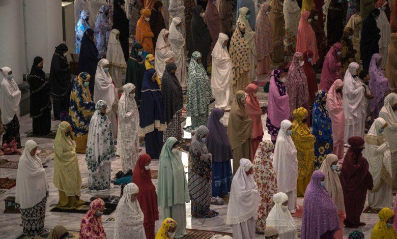 المسلمون يبدأون رمضان في ظل أخبار معرض فيروس كورونا