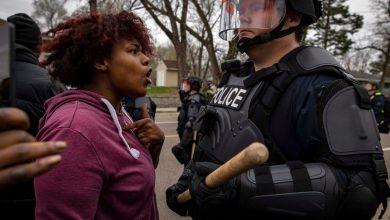 صورة اندلعت الاحتجاجات في مينيابوليس بعد أن أطلقت الشرطة النار على السود وقتلتهم أخبار الولايات المتحدة وكندا