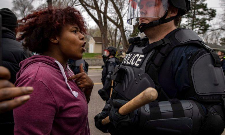 اندلعت الاحتجاجات في مينيابوليس بعد أن أطلقت الشرطة النار على السود وقتلتهم أخبار الولايات المتحدة وكندا
