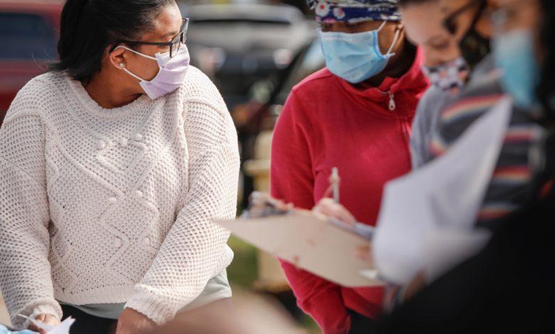 """""""انعطاف 180 درجة تقريبًا"""": بدأ المزيد والمزيد من الأمريكيين السود في قبول الأخبار حول جائحة فيروس كورونا المستجد"""