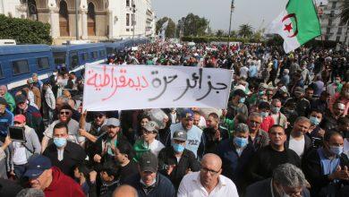 صورة تحقق الشرطة الجزائرية في مزاعم الاعتداء الجنسي على يد محتجين مراهقين