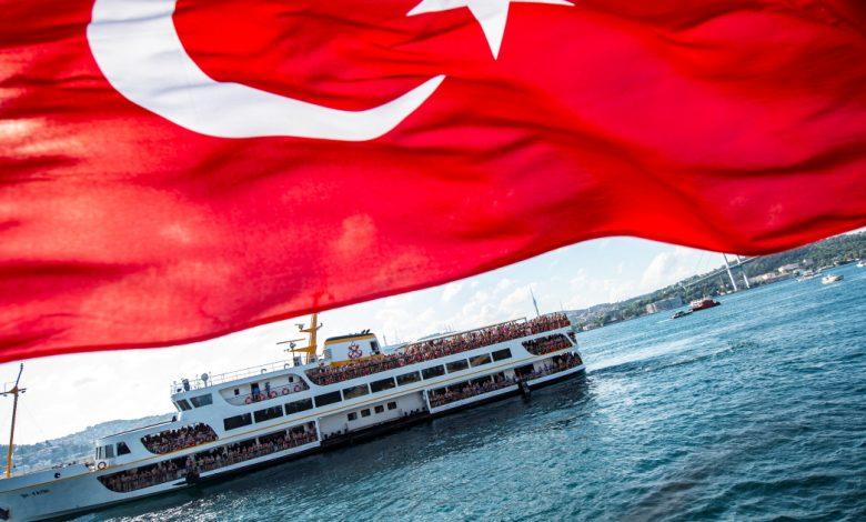 تركيا تدين الأدميرال المتقاعد لتحذيره بشأن أنباء الشحن الخاصة بمعاهدة البوسفور