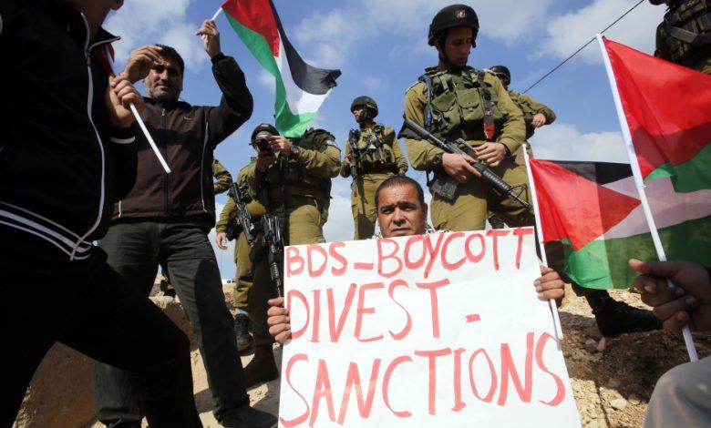 """يدعي التقرير أن اللوائح الصحية الدولية (HRA) """"شوهت"""" تعريفها الخاص لمعاداة السامية ، وتقاطع سحب الاستثمارات وفرض عقوبات"""