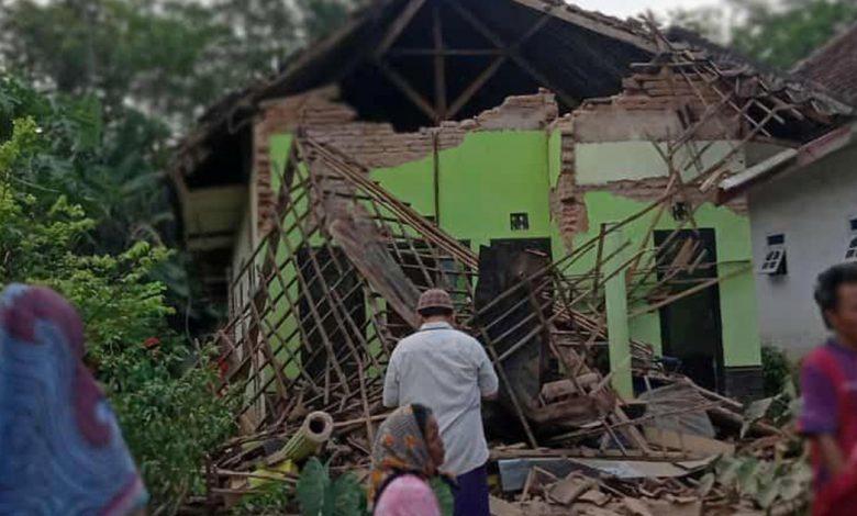 هز زلزال قاتل جاوا ، إندونيسيا ، ولا تحذير من تسونامي أخبار زلزال