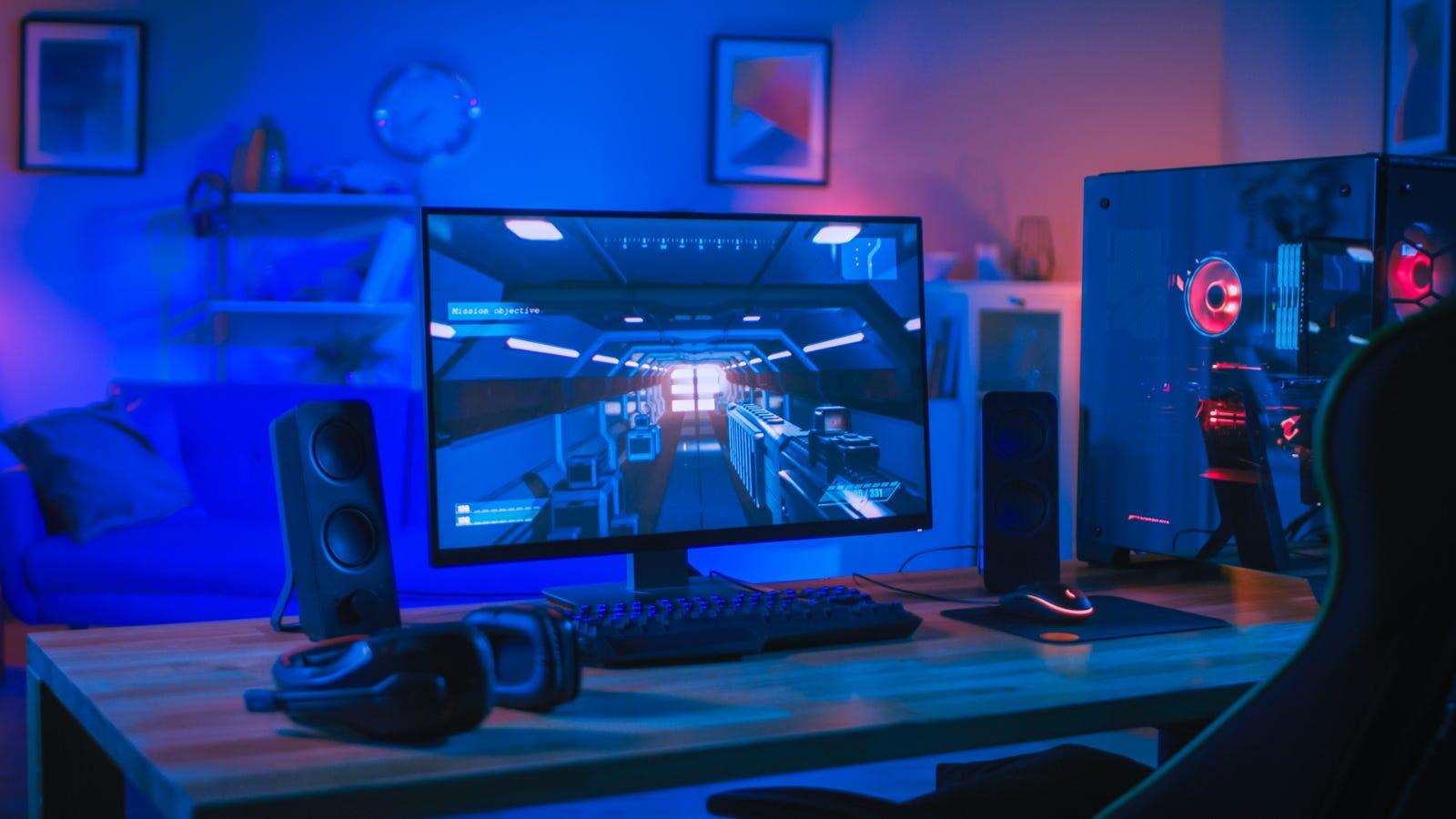 شاشة ألعاب سطح المكتب مع جهاز كمبيوتر