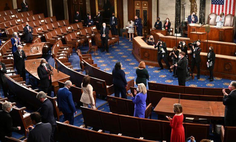 """يخبر بايدن الكونجرس الأمريكي أن الأمة """"تمضي قدمًا"""" في هذا الوباء. الأخبار السياسية"""