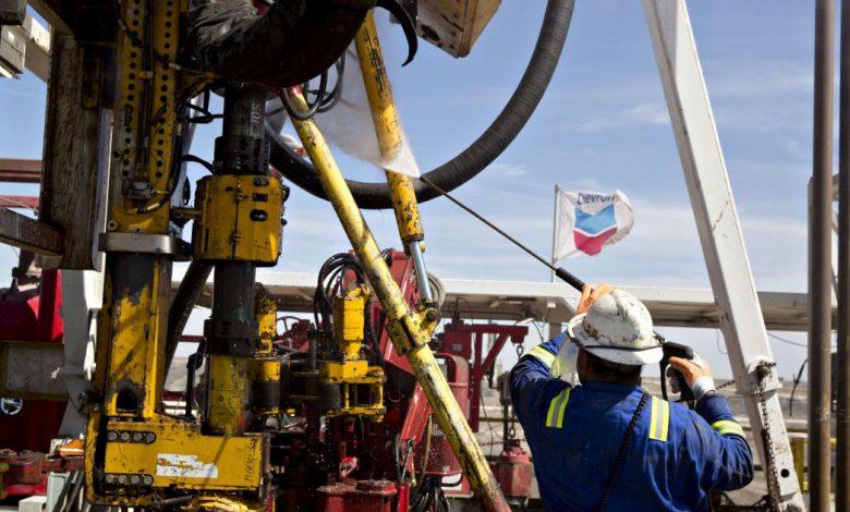 تحقق Exxon Mobil و Chevron أكبر تدفق نقدي مجاني خلال عام | أخبار جائحة فيروس كورونا