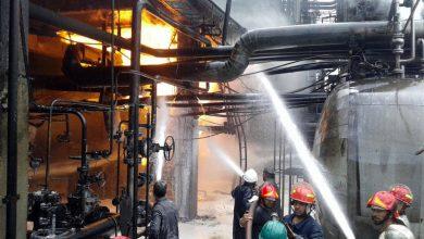 صورة مصفاة نفط في حمص تعاني من حريق