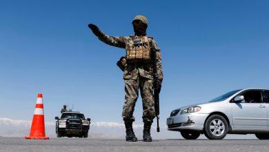 صورة مقتل عدد من المصلين الأفغان في انفجار بمسجد قرب كابول | آسيا نيوز
