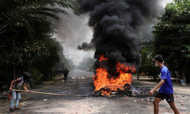وتقول القوات المناهضة للانقلاب إن جيش ميانمار قتل ستة متمردين