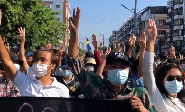 وفقًا للتقارير ، قُتل ما لا يقل عن 8 أشخاص في احتجاجات مناهضة للانقلاب في أخبار الجيش في ميانمار