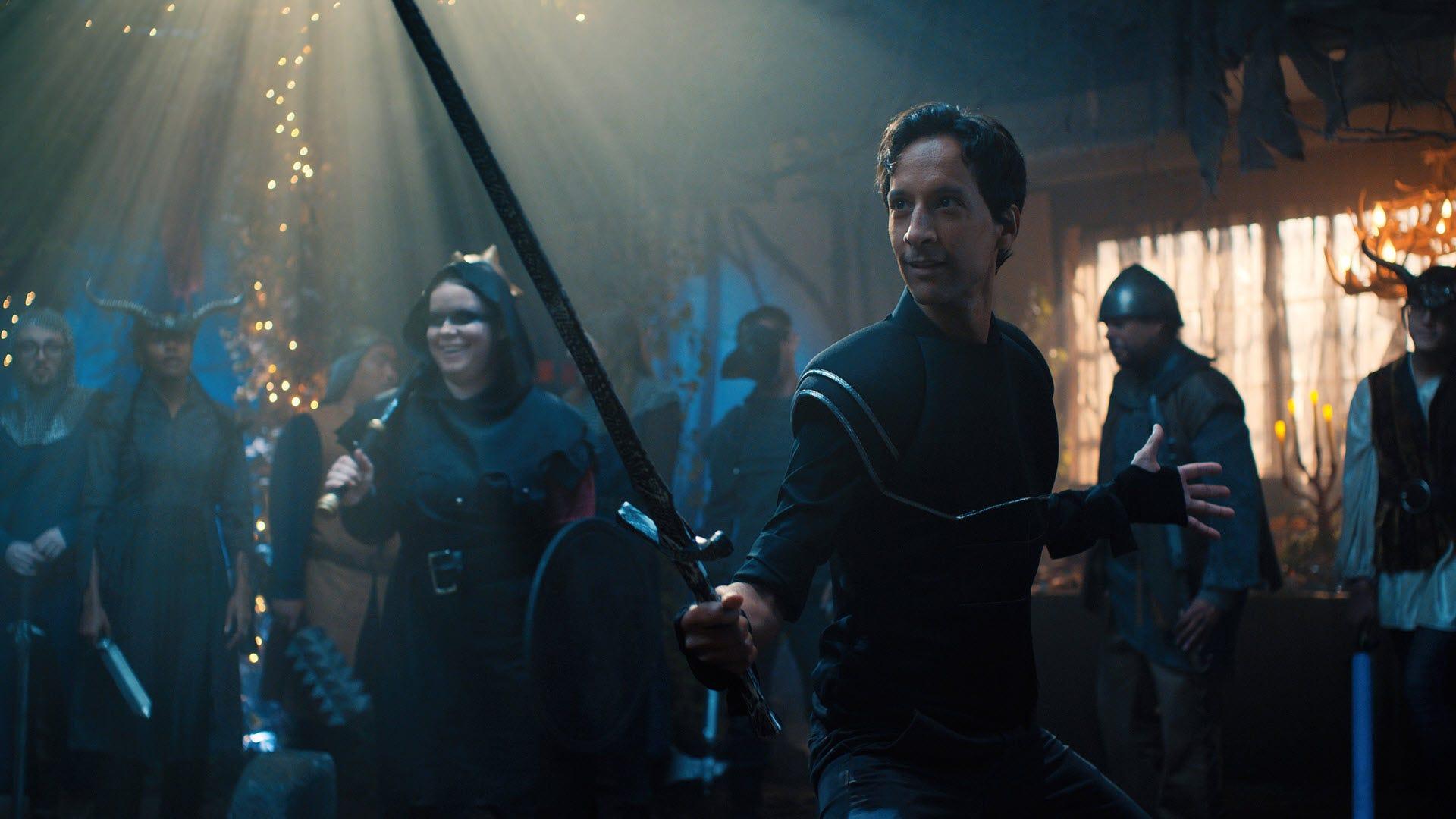 """يأتي براد من """"مهمة أسطورية"""" يرتدون الدروع ويحملون السيف."""