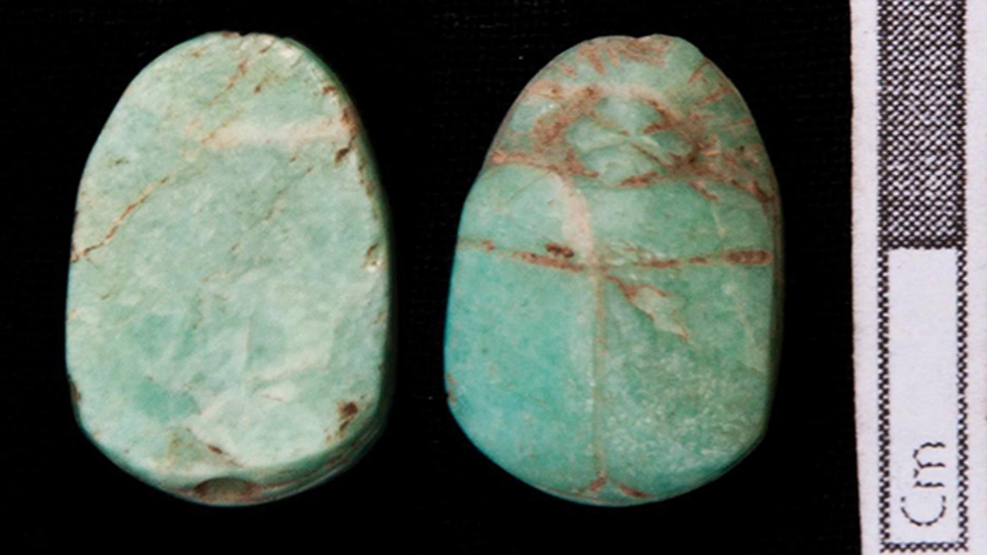 تم العثور على تميمة الجعران في المقبرة.
