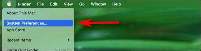 """انقر فوق قائمة Apple في الزاوية اليسرى العليا من الشاشة وحدد """"تفضيلات النظام."""""""
